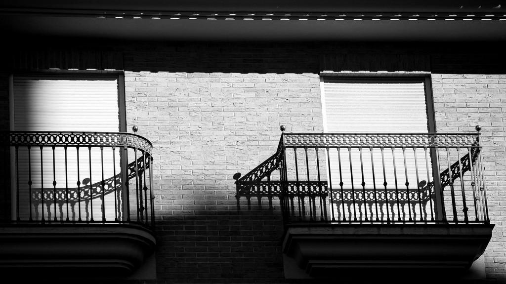 Geländer und Schatten