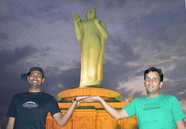 Buddha-Statue im Hussain Sagar-See